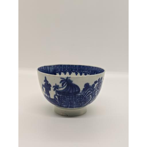 Worcester porcelain tea bowl c 1775