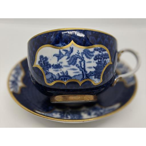 Worcester scale blue 'Willow' pattern teacup and saucer c 1810