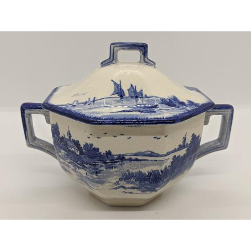 Doulton & co, blue and white 'Norfolk' lidded consume 1912