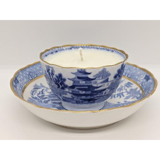 Miles Mason 'Pagoda' tea bowl and saucer c 1800