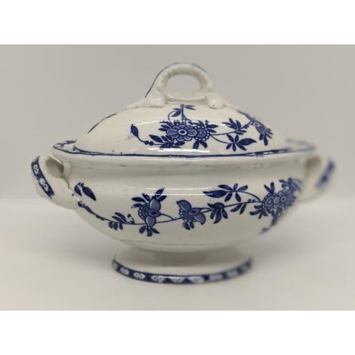 Adderleys blue and white lidded sauce tureen c 1906